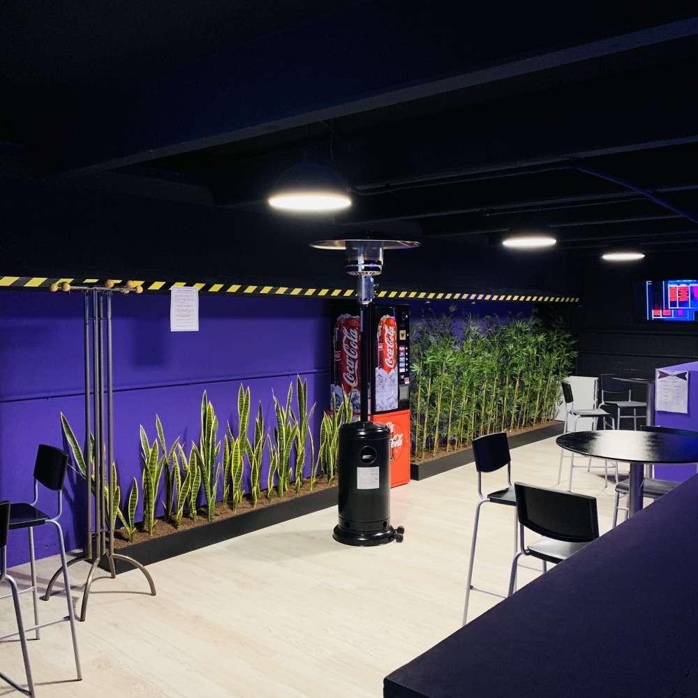 Zona de descanso realidad virtual Madrid Oasis VR Experience